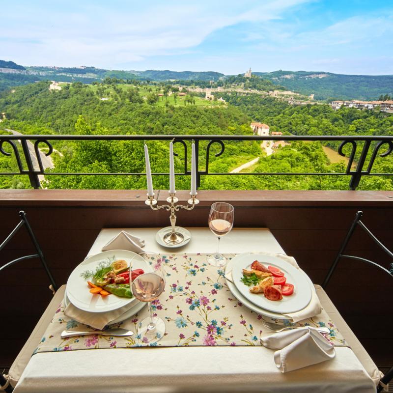 Панорамна Тераса Трапезица